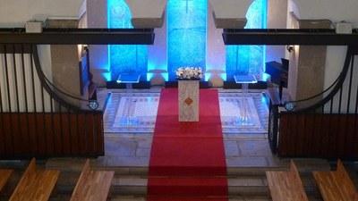 110215a_0179_教会祭壇.jpg