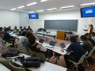 111020_463_神戸夙川学院大学ゲスト講義開始前.jpg