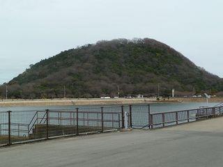 110403h_582_北山貯水池と甲山.jpg
